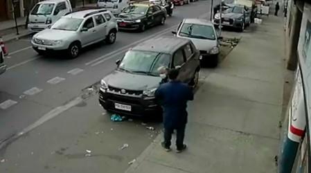 Fingía ayudarlo, pero le estaba robando: Delincuente se aprovecha de adulto mayor para quitarle su dinero