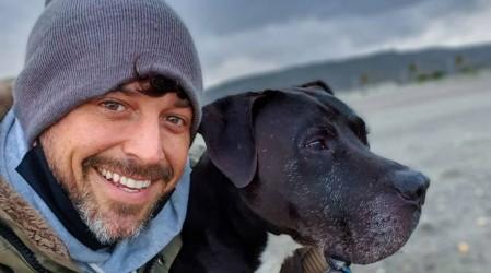 """""""Sin la muerte no habría vida"""": Pascual Fernández realiza paseo simbólico de despedida a su perro Guero"""