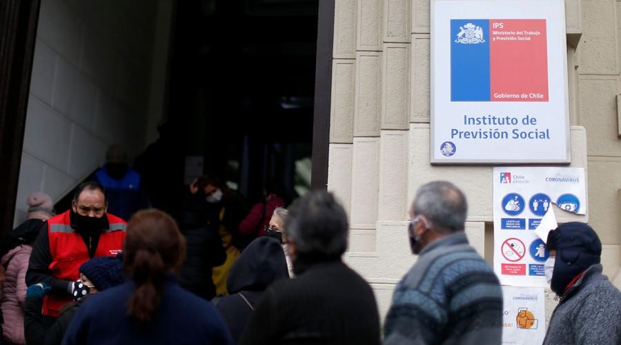 Comenzó la entrega del dinero: Revisa la fecha de pago de tus beneficios en el IPS solo con tu RUT