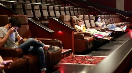 Podrán volver a funcionar: Conoce cómo operarán cines, gimnasios y estadios tras cambios en el Paso a Paso