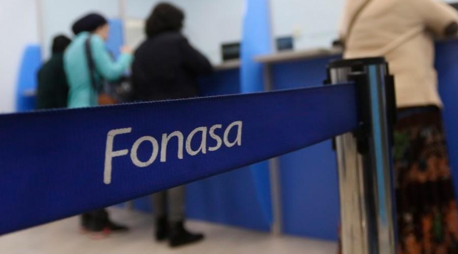 Protección económica, descuentos en farmacias y más: Conoce los beneficios de las personas afiliadas a Fonasa
