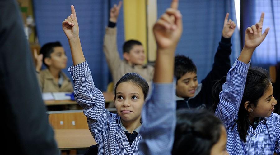 Para enseñanza básica, media y superior: Revisa las becas que pueden recibir tus hijos
