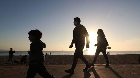 Bonos y aportes monetarios para familias: Revisa los beneficios económicos para los hogares del país