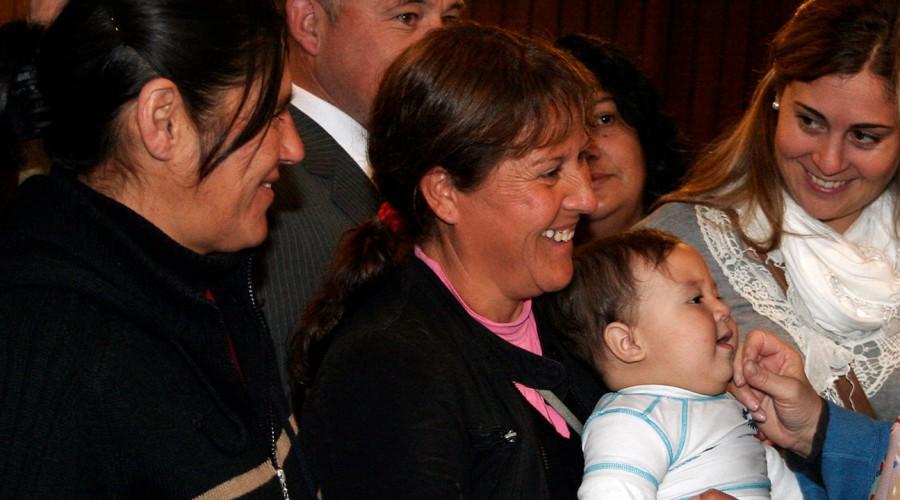 Para madres, trabajadoras y jefas de hogar: Conoce los programas y bonos económicos para las mujeres