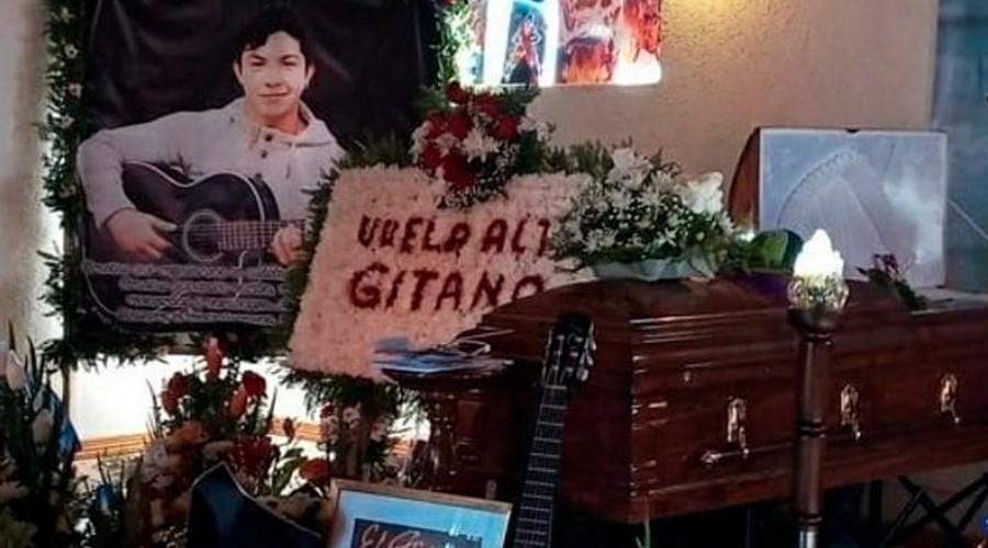 """""""Tu hijo te ama"""": Las sentidas palabras de la ex pareja de Claudio """"El Gitano"""" Valdés en el día de su funeral"""