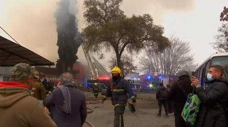 Casi 60 damnificados deja violento incendio de cité en la comuna de Estación Central