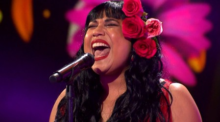 Alejandra Valle deslumbró con su tributo a Mon Laferte