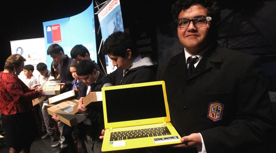 Becas TIC entregarán 150.000 computadores a estudiantes: Revisa quiénes serán beneficiarios