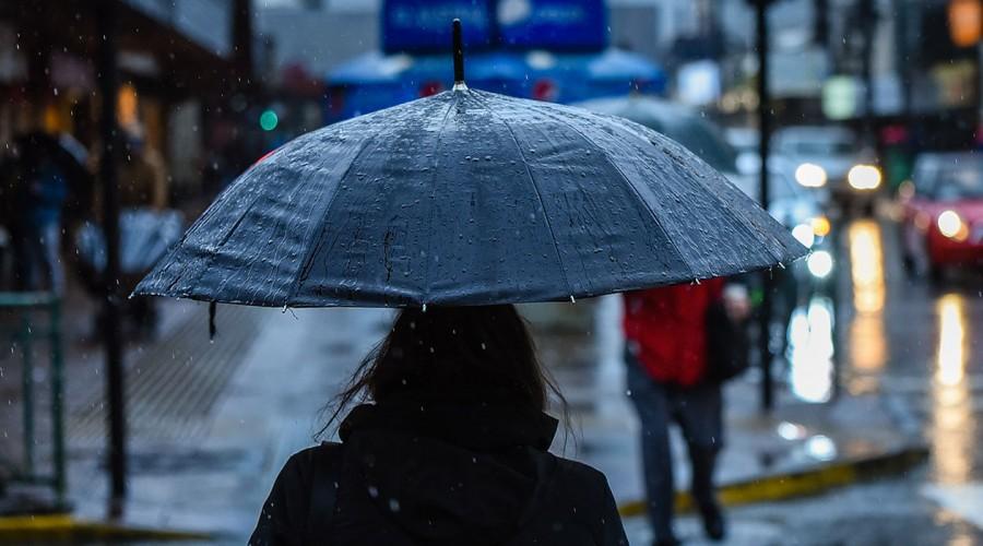 Cambio de pronóstico en Santiago: Se espera retraso en la llegada de las intensas lluvias