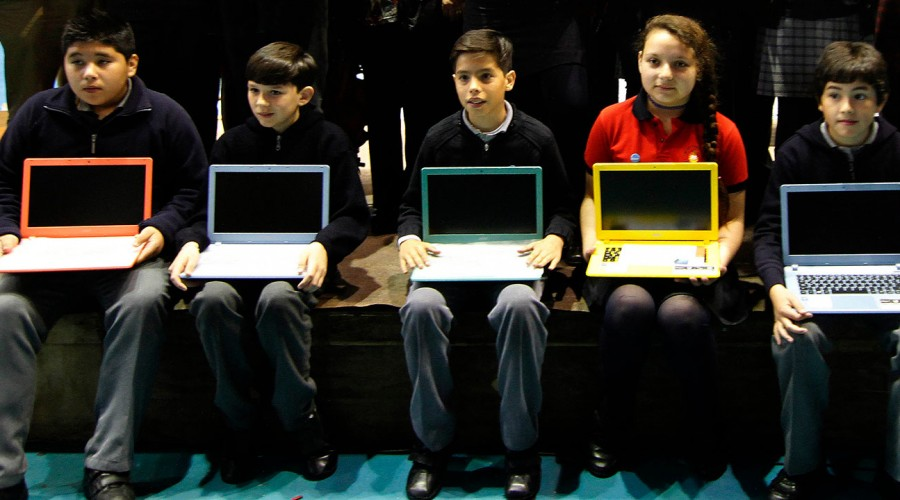 Revisa si tu hijo o hija es beneficiario de un computar e internet gratuito