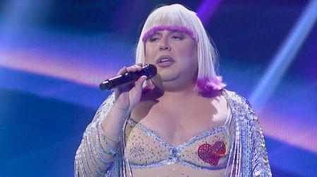 """Andrés Sáez se lució con su performance al estilo de """"Cher"""" en The Covers"""