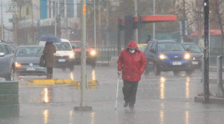 Nuevas lluvias en Santiago: Revisa los días en los que tendremos precipitaciones
