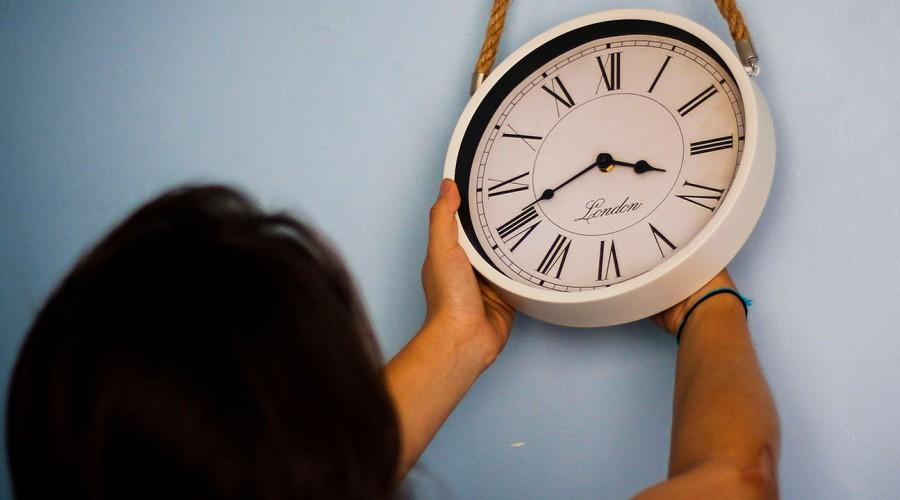 ¡Se viene el horario de verano!: ¿Hoy se atrasa o adelanta la hora?