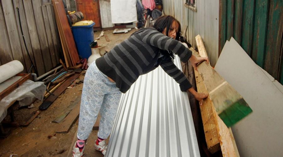 Más de $1 millón para reparar techos y canaletas: Averigua cómo postular a la Tarjeta Banco de Materiales