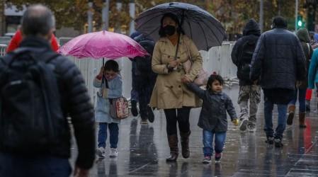 ¡Se viene la lluvia!: Revisa dónde y cuánto lloverá en la RM este martes