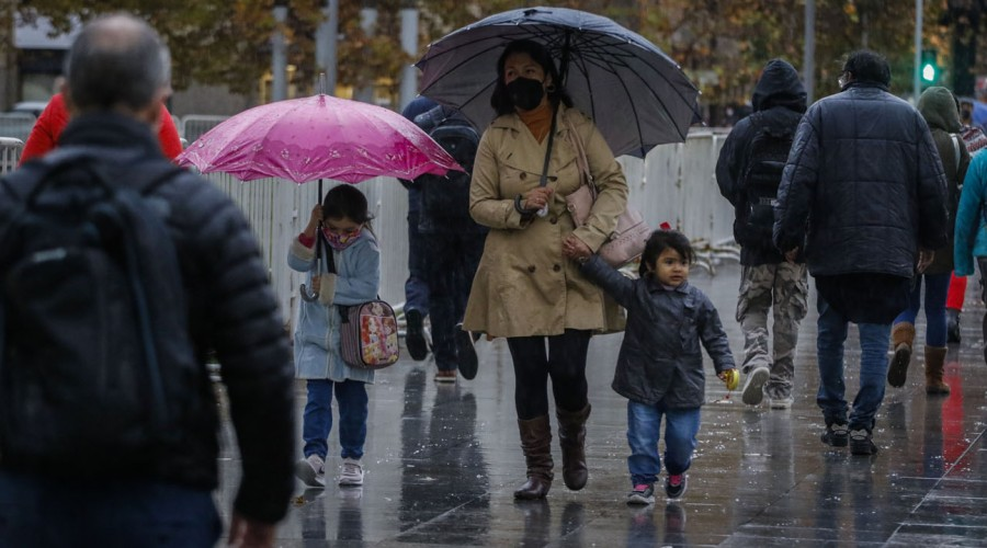 ¡Se viene la lluvia!: Revisa dónde y cuánto lloverá en la Región Metropolitana este martes
