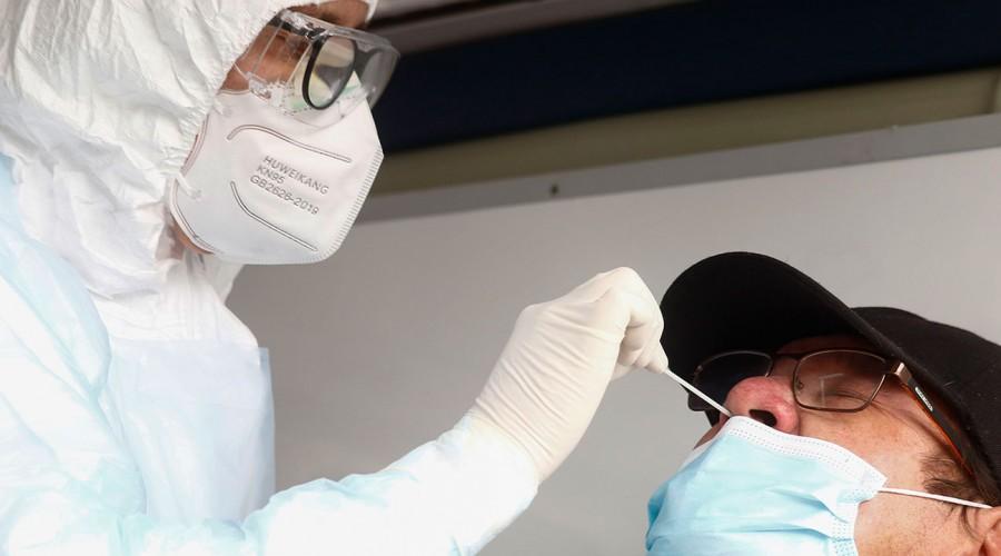 Hay 1.200 casos confirmados en Chile: Revisa cuáles son los síntomas de la variante Delta