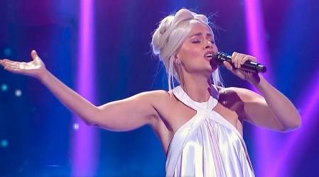 Amaya Forch se presenta en el escenario con balada de Lady Gaga