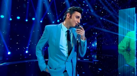 Santiago Meneghello vuelve con todo para encarnar a Elvis Presley