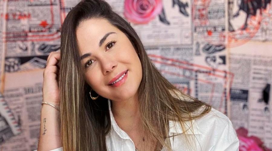 Nuevamente enamorada: Laura Prieto presentó a su pololo con playera postal en redes sociales