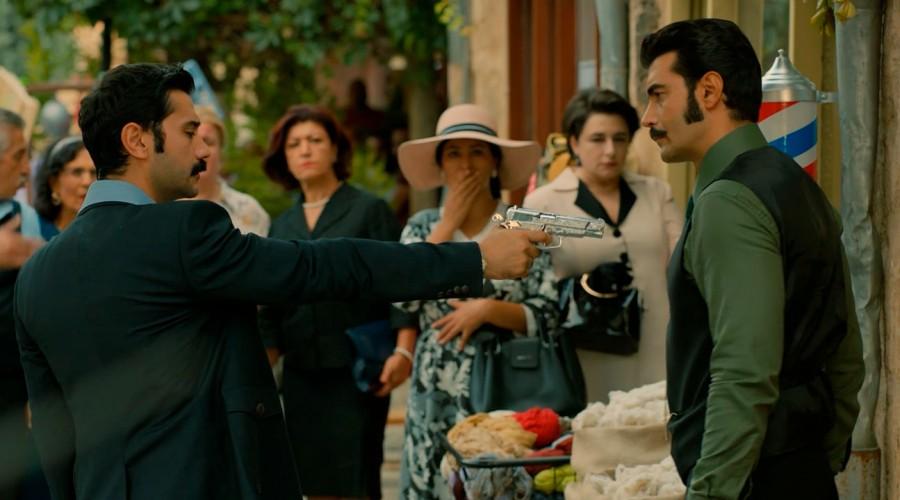 Yilmaz se enfrenta a Demir a la vista de todos - (Capítulo 135 - Parte 1)