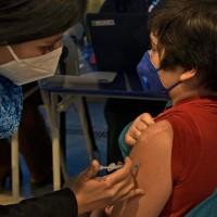¿Qué deben llevar los niños y niñas durante su vacunación contra el Covid-19?