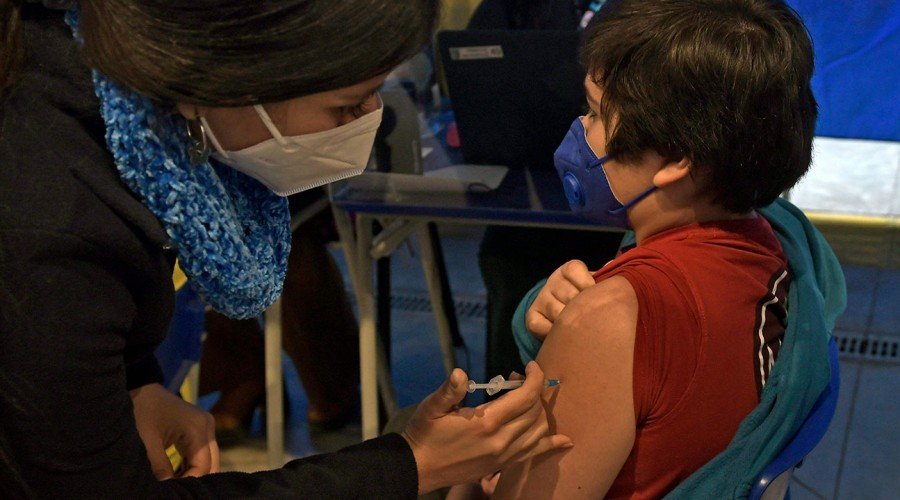 Lunes 27 inicia vacunación a menores de 6 a 11 años contra el Covid-19: ¿Qué deben llevar los niños y niñas?