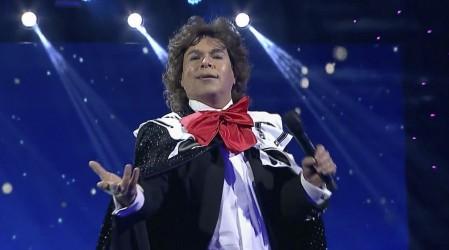 """Eres una estrella"": El jurado llenó de elogios a Pastelito tras su tributo a Juan Gabriel"