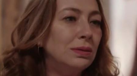 Flavia le cuenta a Teresa sobre el maltrato del que ha sido víctima