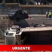 Camión cae en líneas del metro en Viña del Mar: Accidente de tránsito deja un lesionado