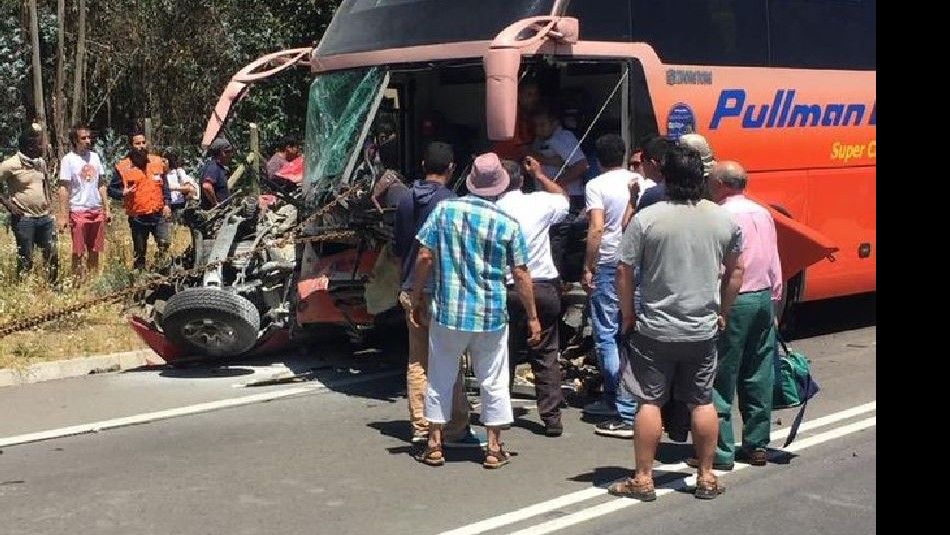 Accidente entre bus y camioneta deja un fallecido /