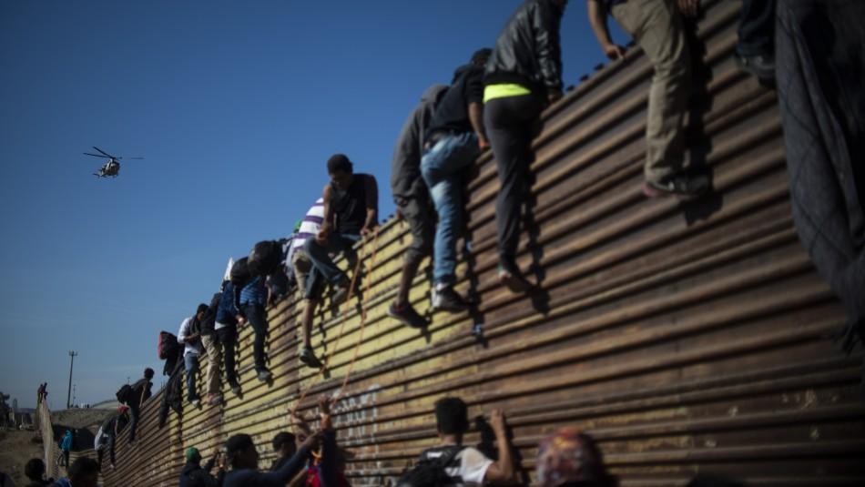Migrantes intentan cruzar la frontera entre México y Estados Unidos / Foto y video: Agencia AFP.