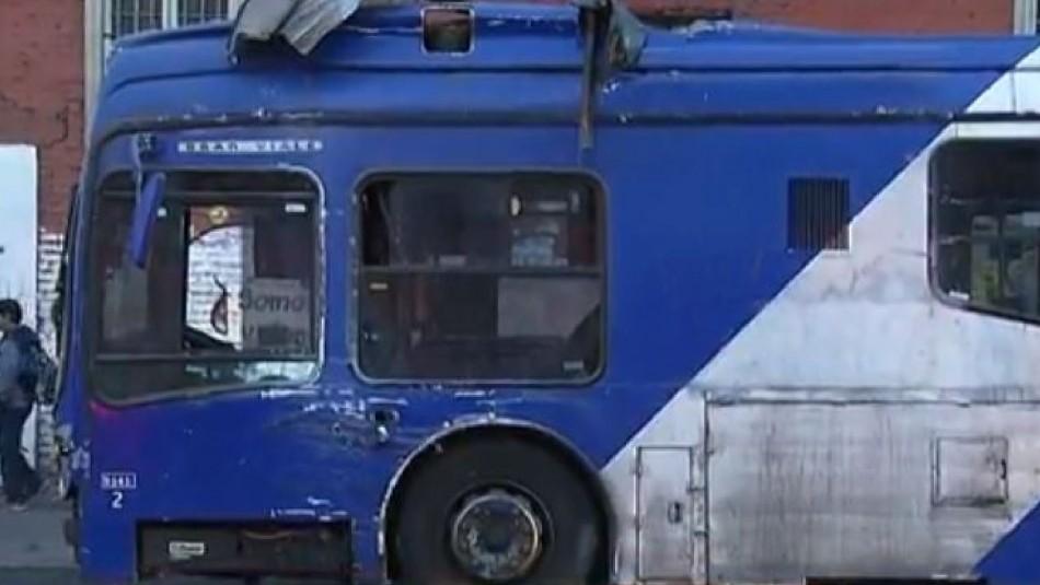 Bus del Transantiago choca y destruye tradicional restaurante en Recoleta