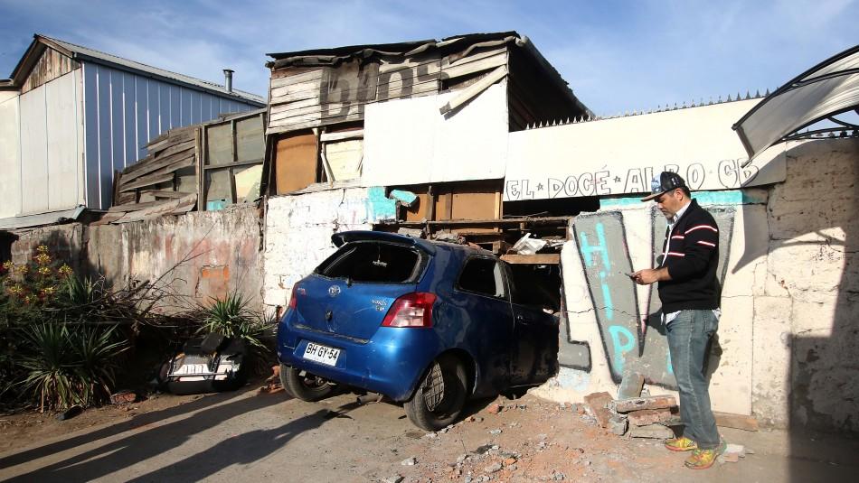 [VIDEO] Vehículo termina incrustado en domicilio de Peñalolén
