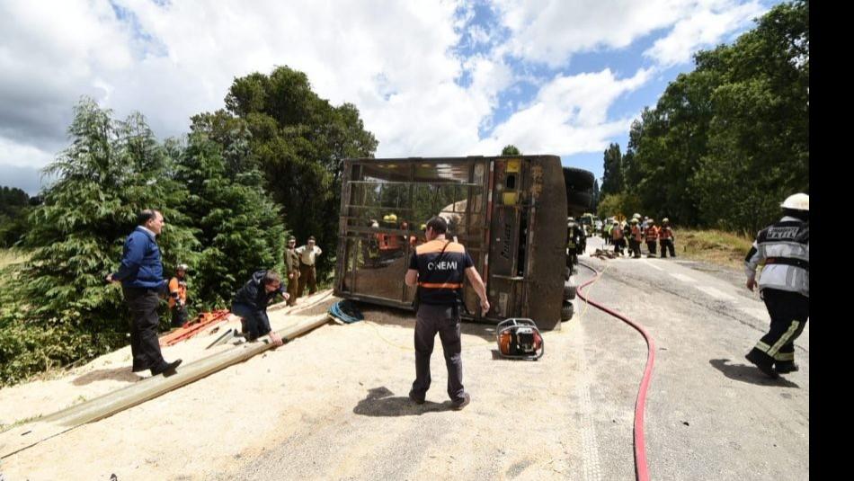 El camión volcado en la ruta T-34 / Twitter @CadenaChile