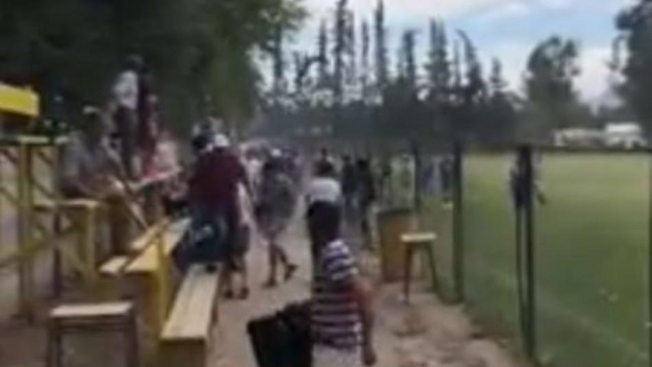 Un muerto y varios heridos por balacera en partido de fútbol amateur en Buin / Captura video.