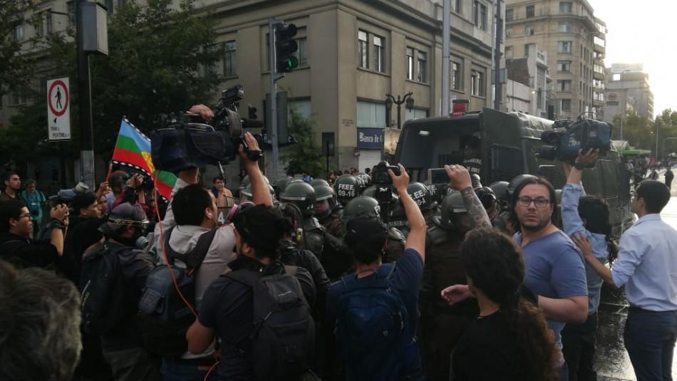 Manifestación frente a La Moneda / Ahora Noticias