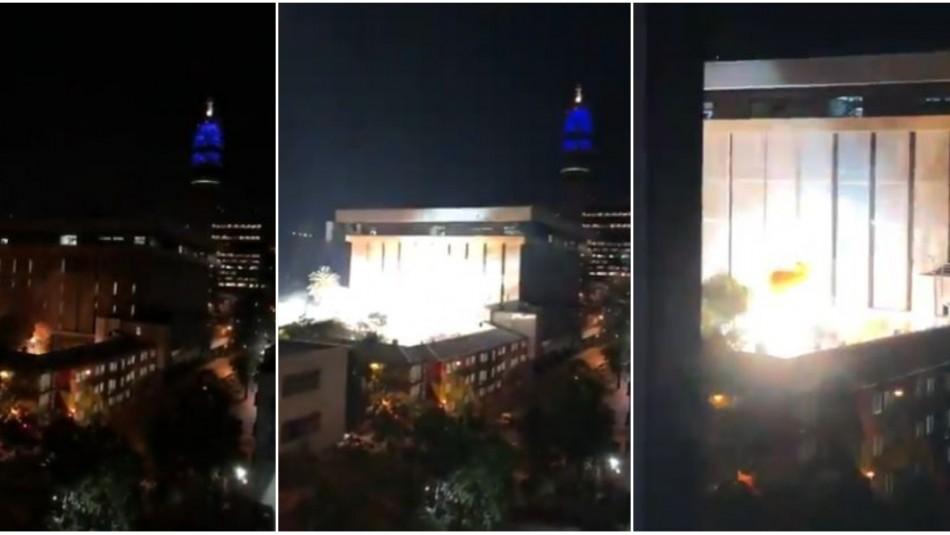 Reportan explosiones en oficinas de Metro de Santiago / Captura videos.