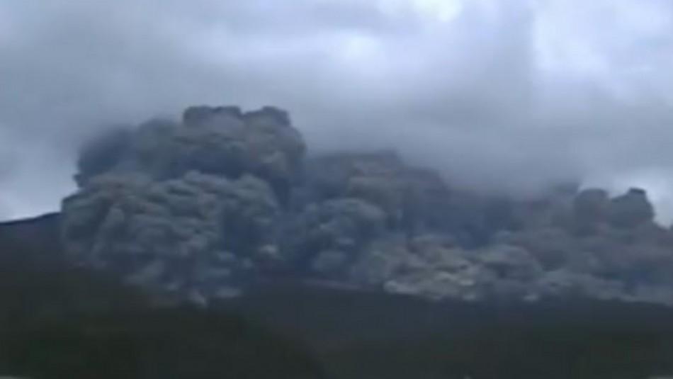 Registran erupción de un volcán en una isla del suroeste de Japón / Captura video Agencia AFP.