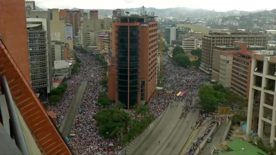 Video muestra masiva marcha contra gobierno de Nicolás Maduro en Venezuela