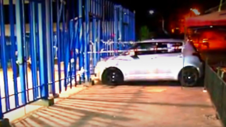 Cabo del ejército choca en estado de ebriedad contra la entrada del penal Santiago 1