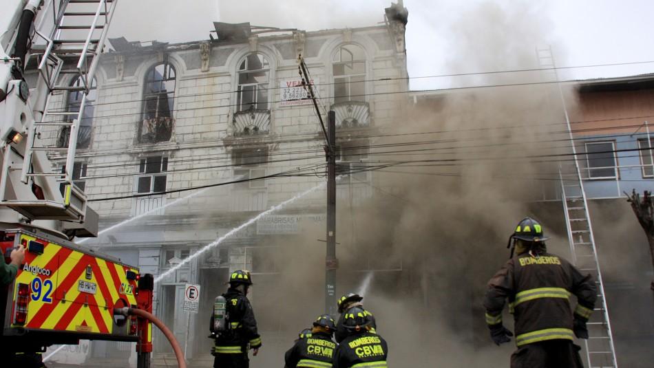 [VIDEO] Gran incendio afectó a inmueble en Valparaíso