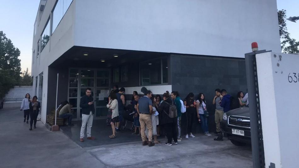 Cientos de personas llegan a laboratorio buscando vacuna contra la fiebre amarilla