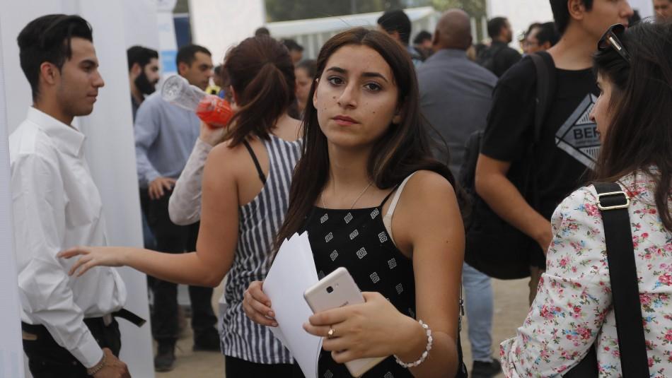 Más de 12 mil trabajos para mujeres: Sence y Laborum lanzan feria virtual de empleo