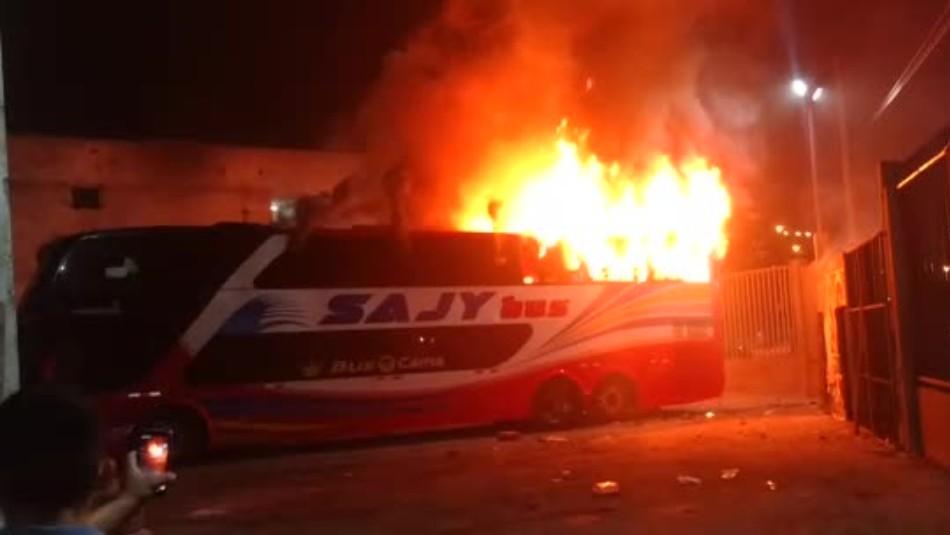 [VIDEO] Al menos 20 muertos en un incendio de un bus en una terminal de pasajeros en Lima