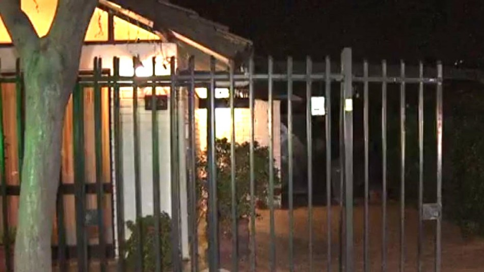 Familia sufre violento asalto en su casa de Las Condes