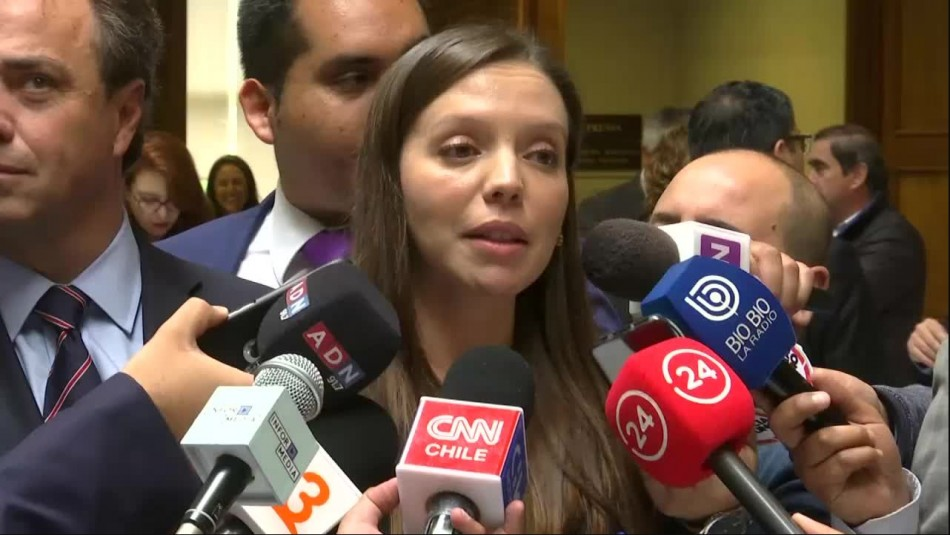 Camila Flores propone que parlamentarios se sometan a un test de drogas.