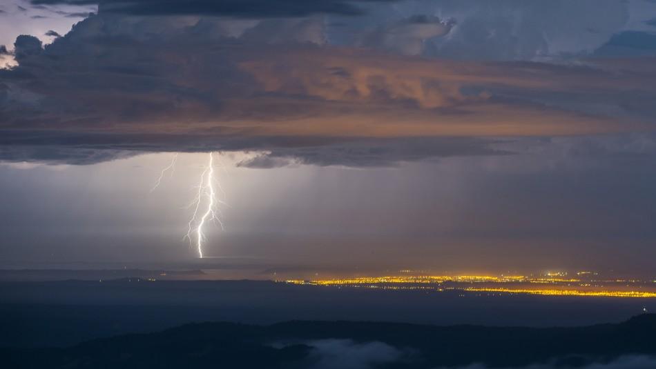 Meteorología entrega aviso por tormentas eléctricas en el norte del país / Agencia UNO.