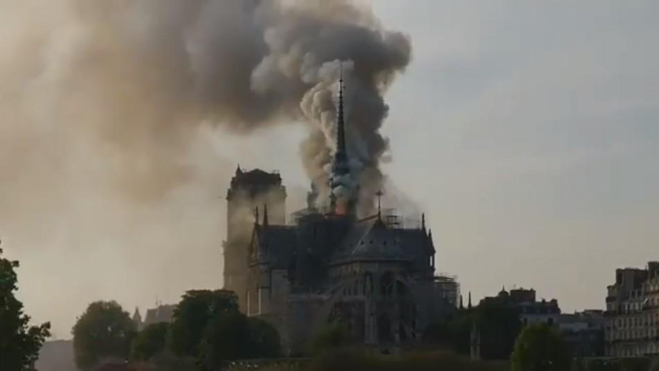 [VIDEO] Así es el incendio que afecta a la Catedral de Notre Dame