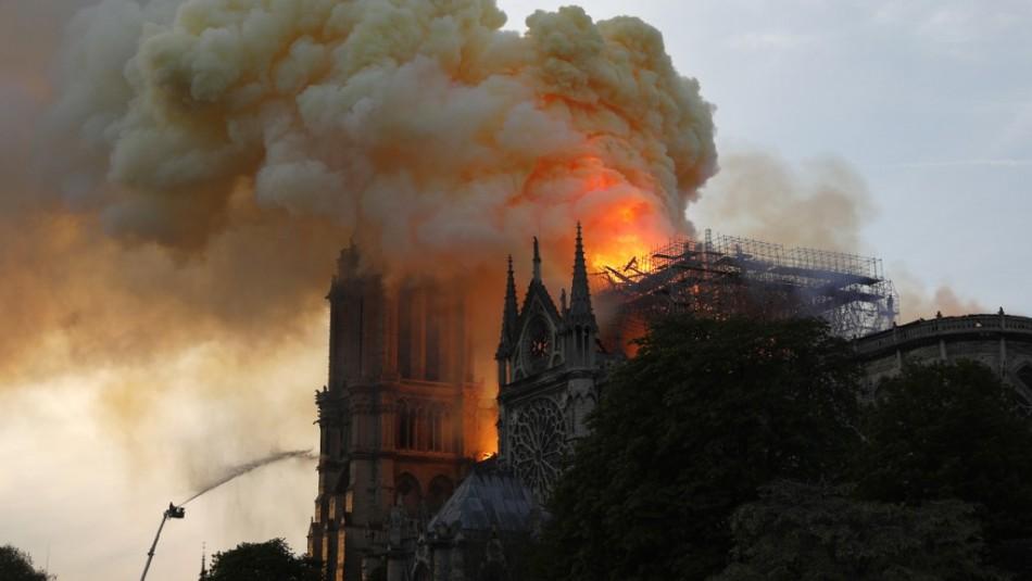Impactantes videos muestran el poder de las llamas en la Catedral de Notre Dame